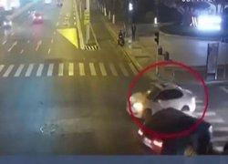 焕廷说法|男子闯红灯撞车后逃逸?背后真相却让人暖心